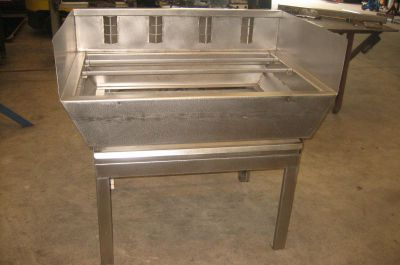 Fabrication d'un barbecue inox avec grille réglable en