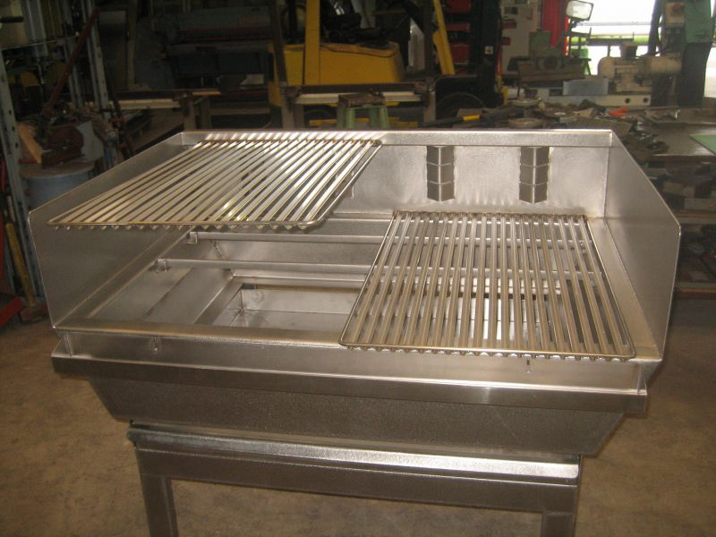 Fabrication d 39 un barbecue inox avec grille r glable en for Fabrication inox