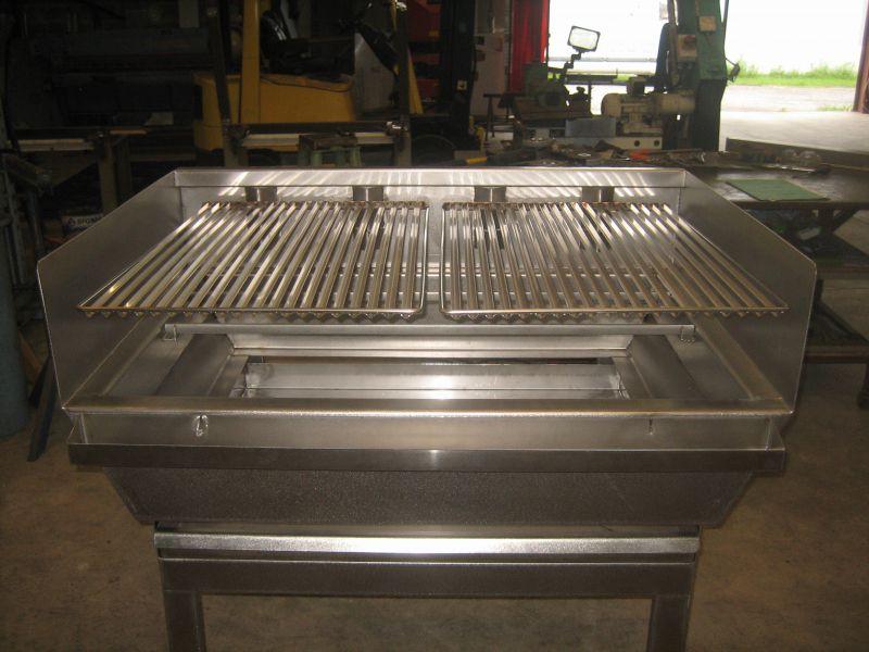 Fabrication D 39 Un Barbecue Inox Avec Grille R Glable En