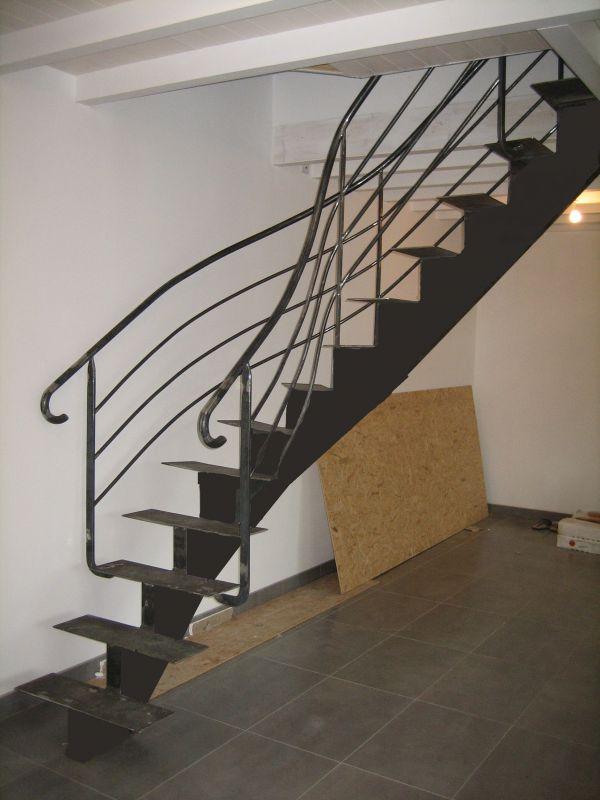 escalier tournant haut droit. Black Bedroom Furniture Sets. Home Design Ideas