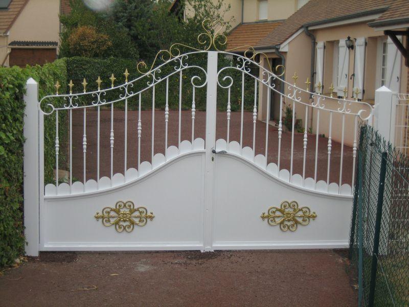 fabrication d 39 un portail 2 vantaux avec peinture 2 couleurs fabrication d 39 un portail 2. Black Bedroom Furniture Sets. Home Design Ideas