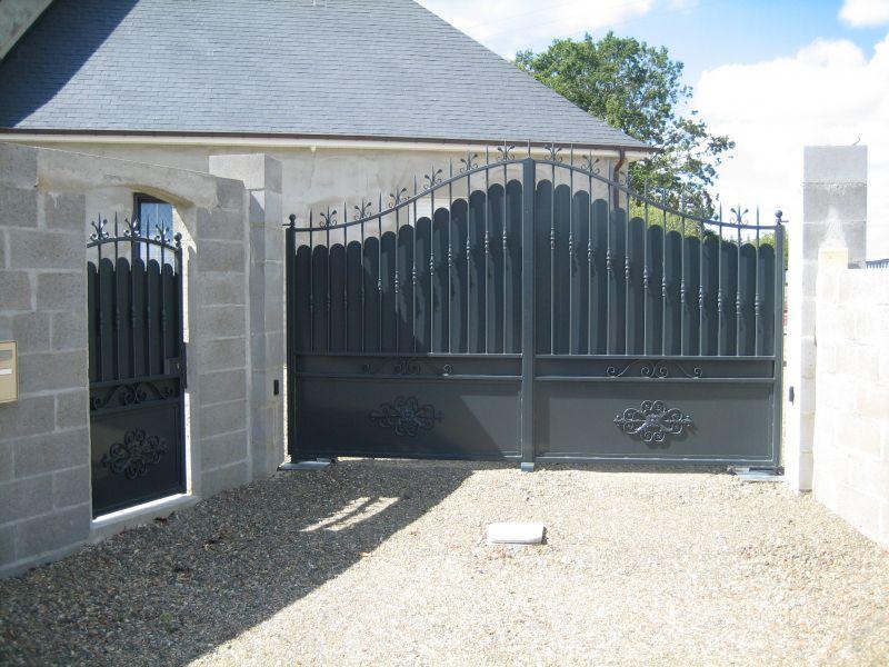 fabrication d 39 un portail acier galvanis avec peinture. Black Bedroom Furniture Sets. Home Design Ideas