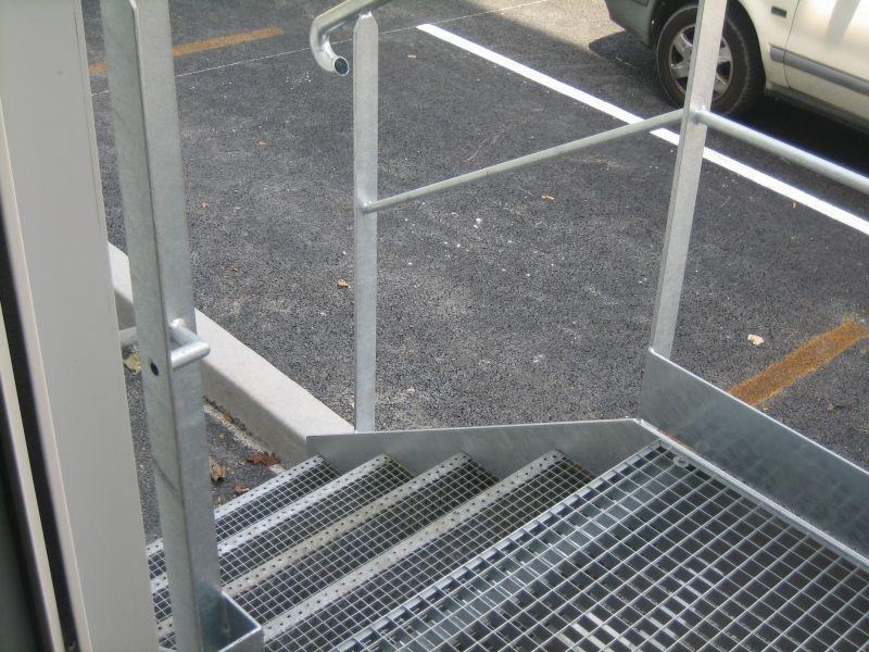 Fabrication d 39 un escalier m tallique 4 marches avec for Prix escalier exterieur pas cher