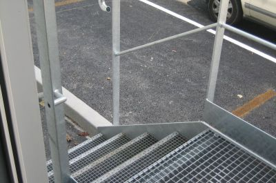 Fabrication d 39 un escalier m tallique 4 marches avec for Escalier metallique exterieur pas cher